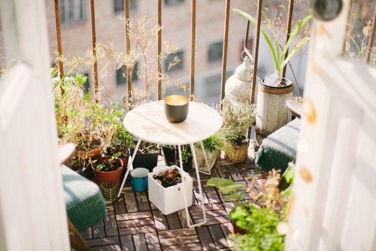 pekne-byvat-uvodny-obrazok-balkon