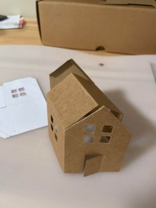 papierovy-domcek-dekoracia-DIY-navod-sablonka-vystrihnuta-vzor