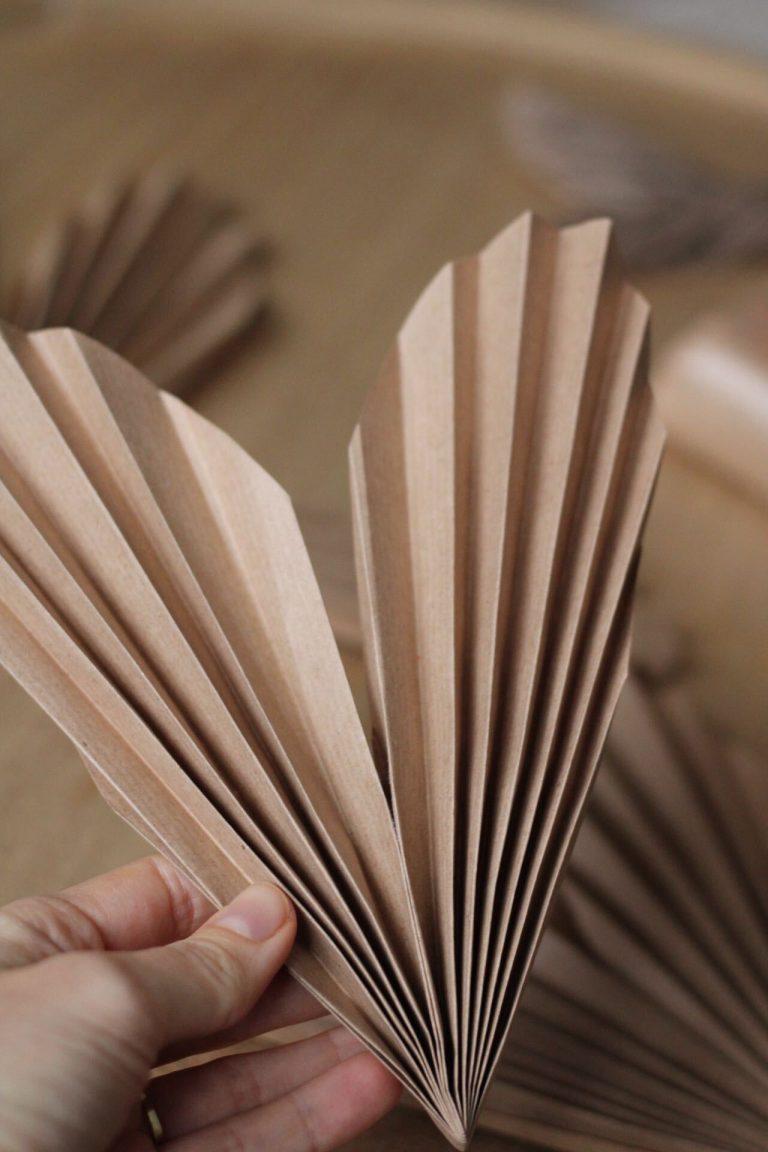 papierovy-kvet-navod-lepenie-srdiecka