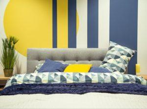 byvanie-obyvacia-izba-farebna-stena